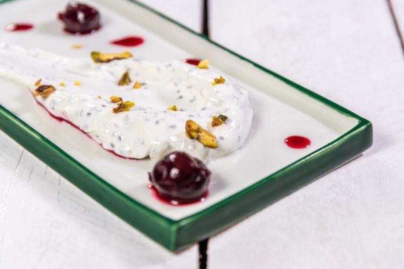 Bulgur cu semințe de chia, caju și mango