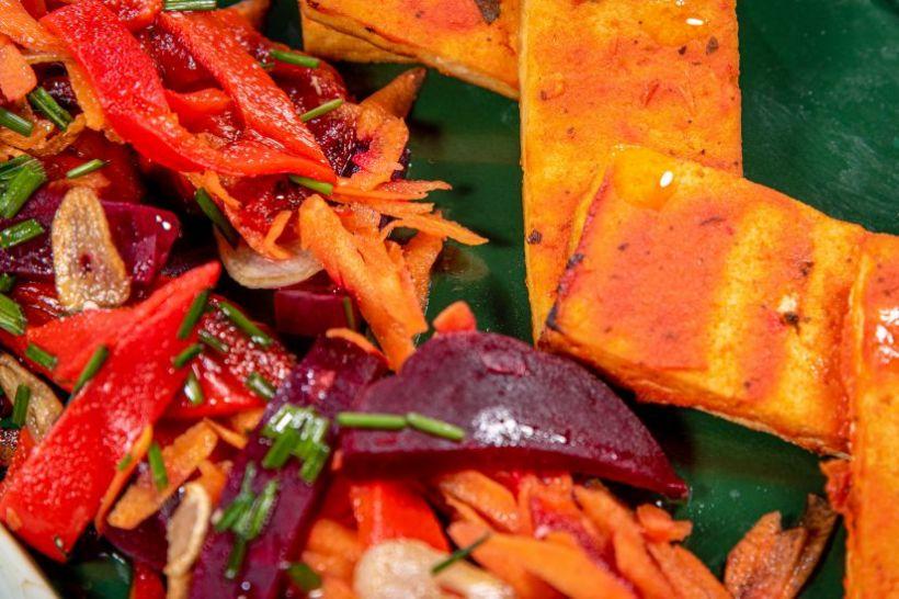 Gnocchi cu sos de brănză vegetală si legume coapte
