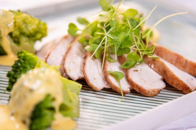 Porc la wok cu dovlecei, broccoli, fasole verde și sos de soia făra zahăr