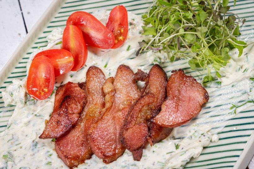 Mâncare de chiftele marinate cu sos roșu