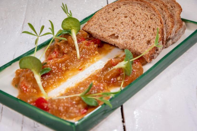 Zacuscă cu ciuperci și pâine integrală