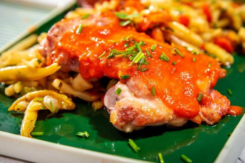 Burger vegetal, colleslaw cu iaurt de soya si chips din lipie integrala