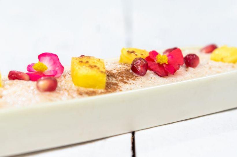 Tort de morcovi cu dulceață de vișine