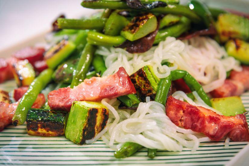 Salată grecească cu avocado
