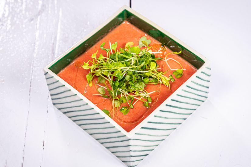 Supă cremă de roșii cu morcov, păstârnac și fresh de portocale