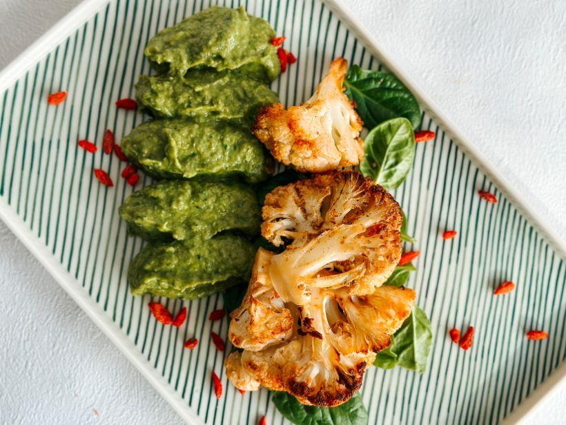 Risotto de orz cu piure de spanac si mix de salata cu dressing de otet balsamic