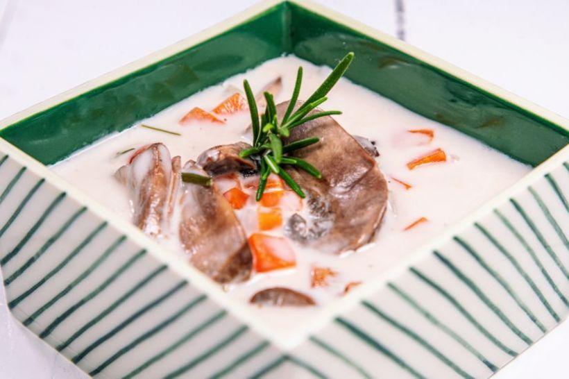 Ciorbă rădăuțeană de pleurotus cu iaurt de soya