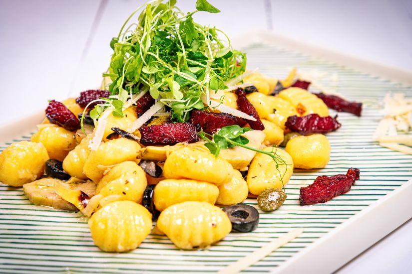 Gnocchi cu pulpa de curcan ,anghinare, parmezan și măsline